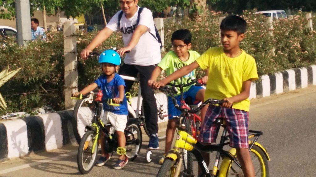 Kids cycling at Raahgiri Day