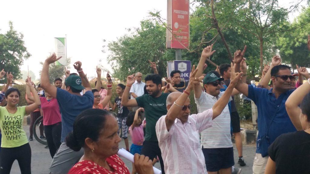 Dancing crowd at Raahgiri Day