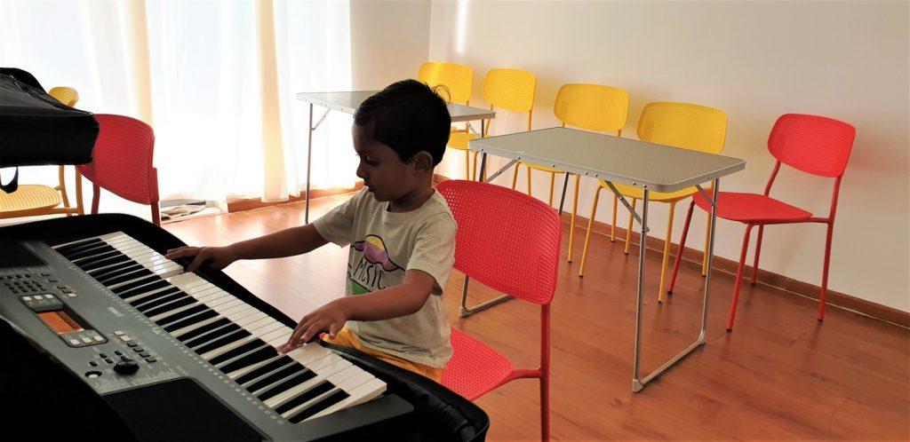 Kid playing keyboard