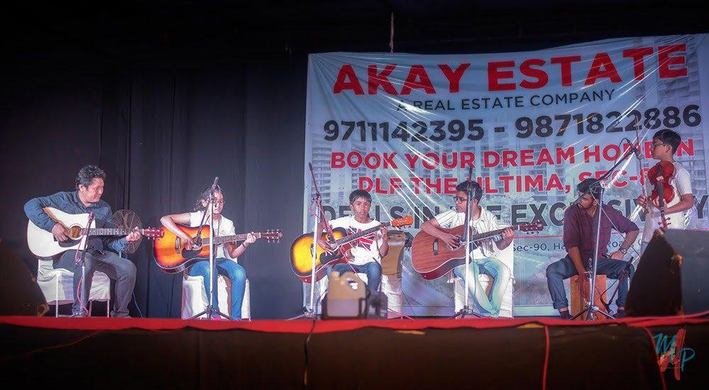 Students of Kalaa playing guitar