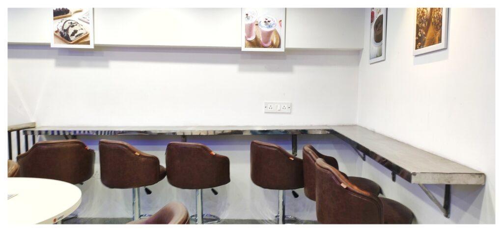Giani Ice Cream Sapphire Ninety Sector 90 Gurugram Individual sitting area
