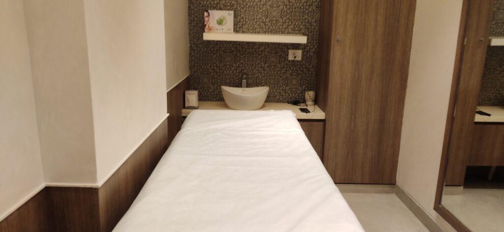 Looks Salon Sapphire NInety Massage Station 2