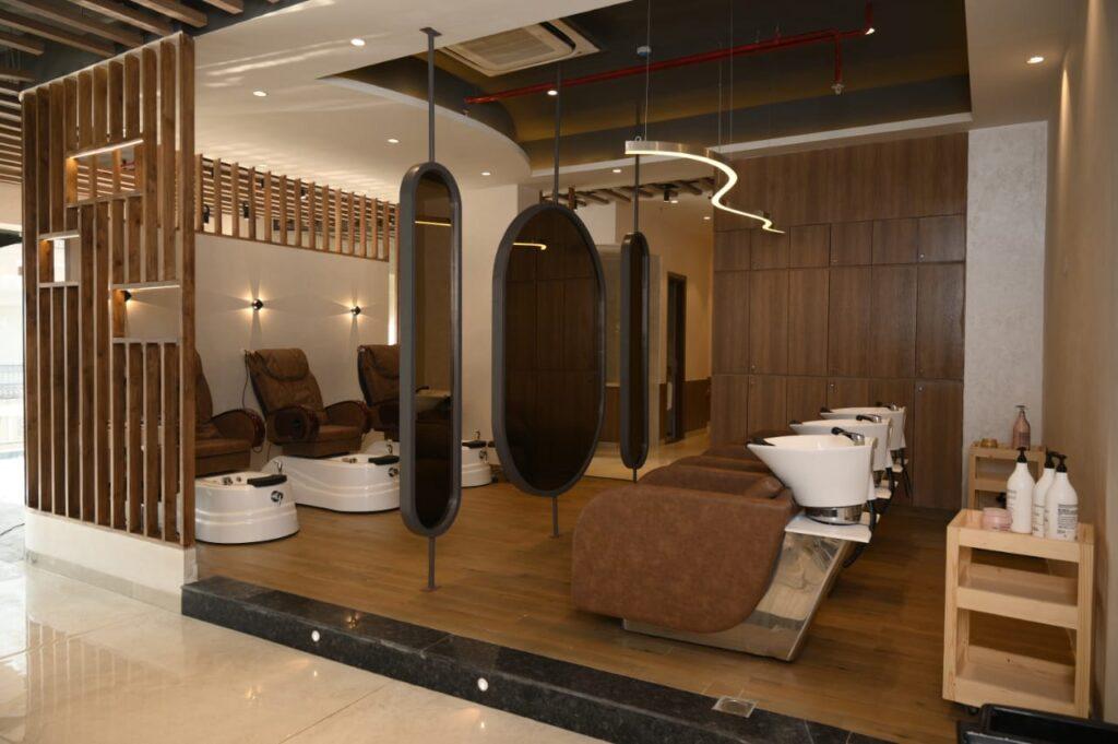 Looks Salon Sapphire Ninety wide open space